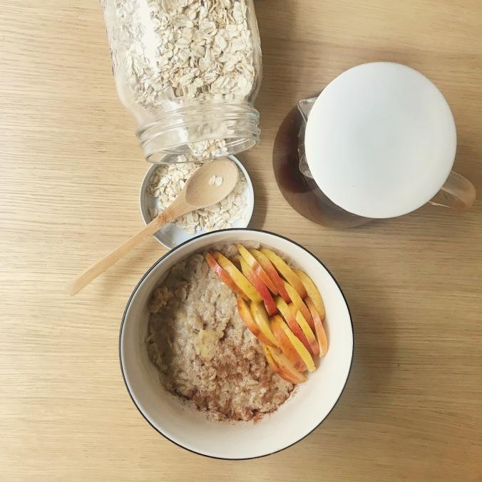 camille bavarde petit déjeuner porridge pomme canelle.jpg